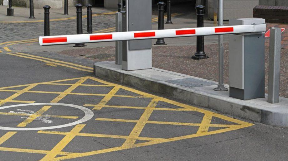 Barierele și limitatoarele de acces instalate ilegal în oraș vor fi evacuate. Lucrările vor fi asigurate de proprietari