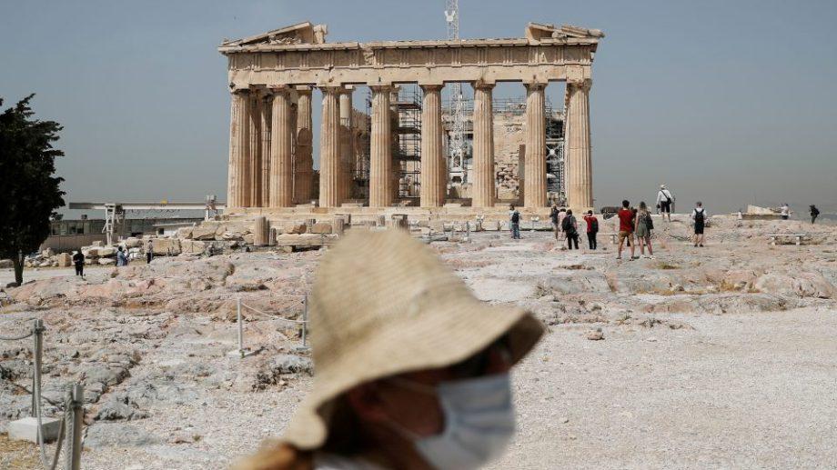 Grecia va taxa turiștii cu 20 de euro pentru serviciile medicale