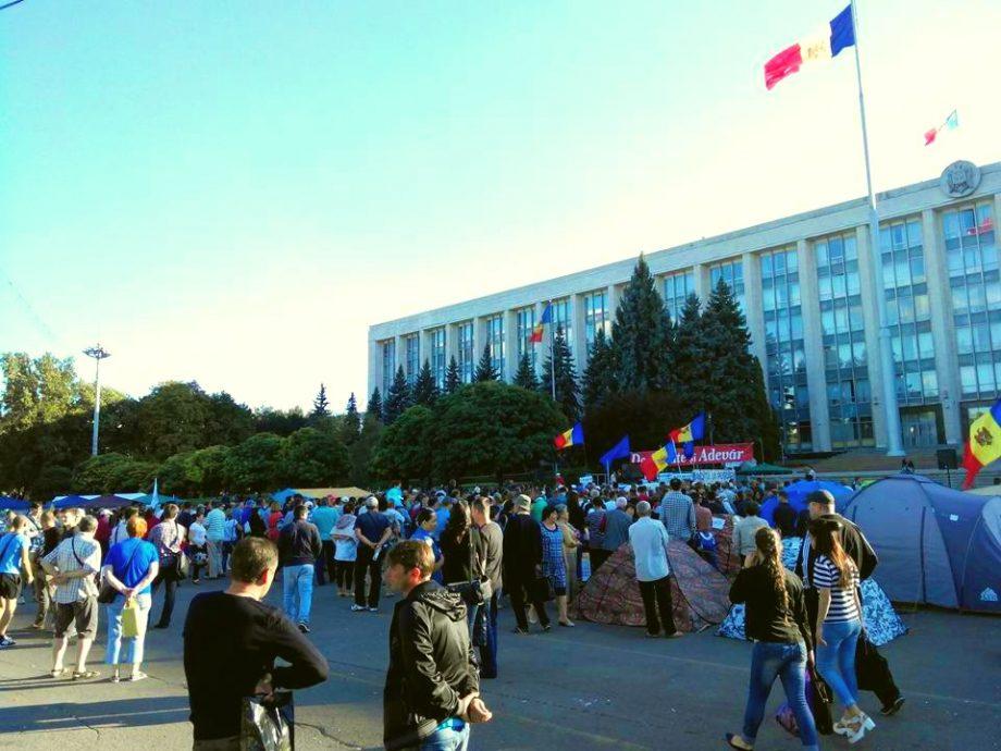 (cercetare) Ce caută pe Google tinerii din Moldova despre politica moldovenească